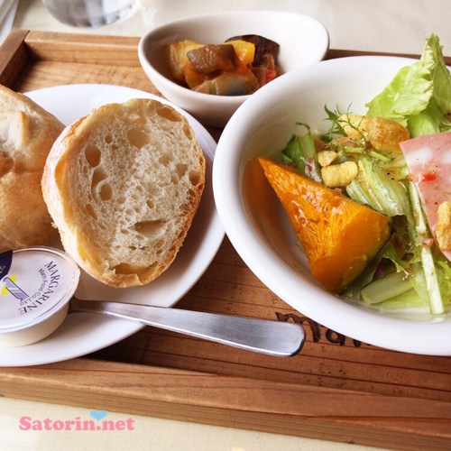 パスタランチのパンとサラダとラタトゥイユ